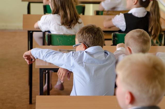 žáci ve třídě.jpg