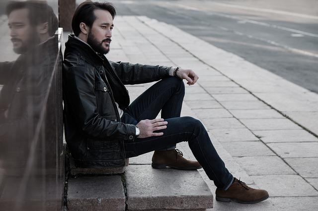 muž na chodníku.jpg