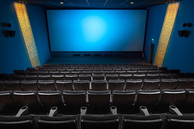sedadla v kině