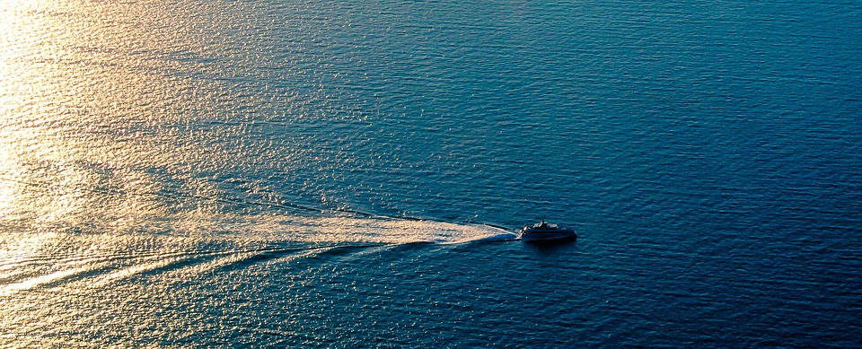 loď na moři